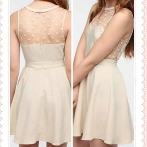 URBAN OUTFITTERS dress cream size: small